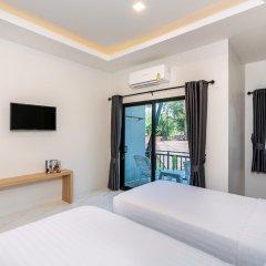 Отель Kaw Kwang Beach Resort сейф в номере