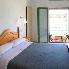 Отель Hostal Rom Испания, Курорт Росес - отзывы, цены и фото номеров - забронировать отель Hostal Rom онлайн комната для гостей фото 4