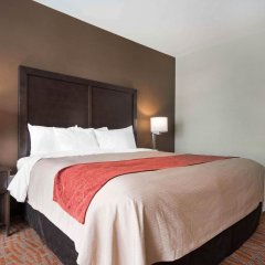 Отель Comfort Inn & Suites комната для гостей фото 5