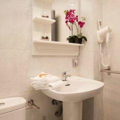 Отель Spanish Siesta Барселона ванная
