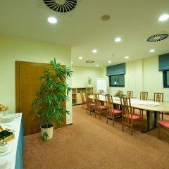 Отель Ramada Airport Hotel Prague Чехия, Прага - 2 отзыва об отеле, цены и фото номеров - забронировать отель Ramada Airport Hotel Prague онлайн фото 12