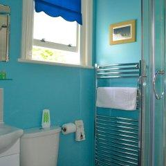 Отель The Sandpiper Guest House ванная