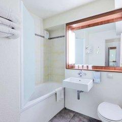 Отель Campanile Paris Est - Porte de Bagnolet Франция, Баньоле - 9 отзывов об отеле, цены и фото номеров - забронировать отель Campanile Paris Est - Porte de Bagnolet онлайн ванная