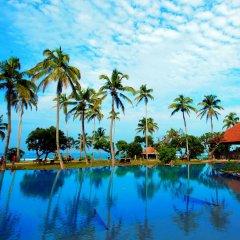 Отель Hikka Tranz by Cinnamon Шри-Ланка, Хиккадува - 2 отзыва об отеле, цены и фото номеров - забронировать отель Hikka Tranz by Cinnamon онлайн бассейн фото 3