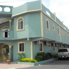 Отель Tropik Leadonna Ямайка, Монтего-Бей - отзывы, цены и фото номеров - забронировать отель Tropik Leadonna онлайн парковка