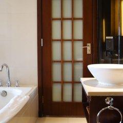 Отель Grand Skylight Garden Hotel Shenzhen Китай, Шэньчжэнь - отзывы, цены и фото номеров - забронировать отель Grand Skylight Garden Hotel Shenzhen онлайн ванная фото 2