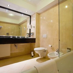 Ramada Hotel & Suites Bucharest North ванная фото 2