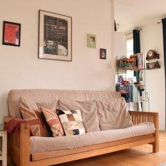 Отель Spacious Studio Apartment in Portobello Road Великобритания, Лондон - отзывы, цены и фото номеров - забронировать отель Spacious Studio Apartment in Portobello Road онлайн комната для гостей фото 2