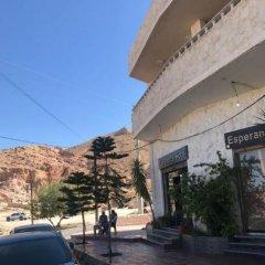 Отель Esperanza Petra Иордания, Вади-Муса - отзывы, цены и фото номеров - забронировать отель Esperanza Petra онлайн парковка