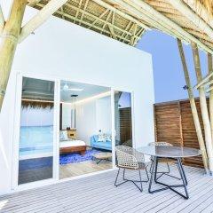 Отель Emerald Maldives Resort & Spa - Platinum All Inclusive Мальдивы, Медупару - отзывы, цены и фото номеров - забронировать отель Emerald Maldives Resort & Spa - Platinum All Inclusive онлайн балкон