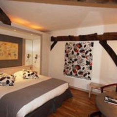 Hotel du Jeu de Paume сейф в номере