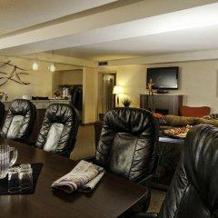 Отель Travelodge by Wyndham Saskatoon спортивное сооружение