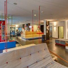 Отель MEININGER Hotel Hamburg City Center Германия, Гамбург - отзывы, цены и фото номеров - забронировать отель MEININGER Hotel Hamburg City Center онлайн гостиничный бар