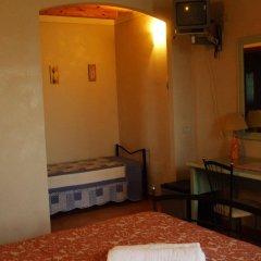 Отель Agriturismo Nuvolino - Guest House Монцамбано сейф в номере