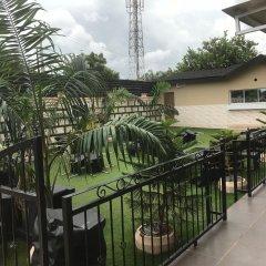 Отель Ritz-Carinton Suites Нигерия, Энугу - отзывы, цены и фото номеров - забронировать отель Ritz-Carinton Suites онлайн балкон