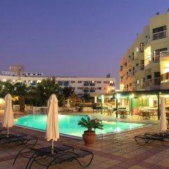 Отель Domniki Hotel Apts Кипр, Протарас - отзывы, цены и фото номеров - забронировать отель Domniki Hotel Apts онлайн бассейн