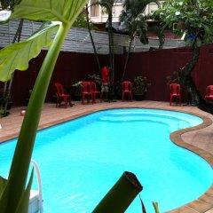 Отель Boomerang Inn бассейн