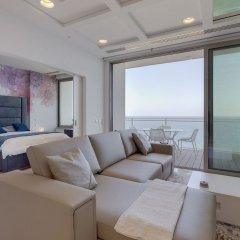 Отель Luxury Apt Ocean Views in Tigne Point, With Pool Мальта, Слима - отзывы, цены и фото номеров - забронировать отель Luxury Apt Ocean Views in Tigne Point, With Pool онлайн комната для гостей фото 2