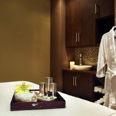 Отель Four Points by Sheraton Calgary Airport в номере