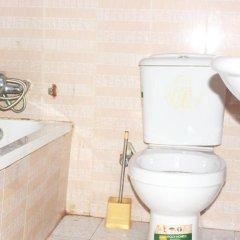 Отель Kiniz Luxury Apartments Нигерия, Уйо - отзывы, цены и фото номеров - забронировать отель Kiniz Luxury Apartments онлайн ванная