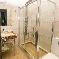 Гостиница Golden House ванная фото 2