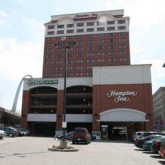 Отель Hampton Inn Gateway Arch Downtown парковка