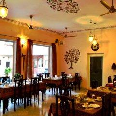 Suryaa Villa - A City Centre Hotel питание фото 2