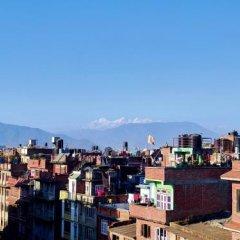 Отель Sam's Patio Bed And Breakfast Непал, Лалитпур - отзывы, цены и фото номеров - забронировать отель Sam's Patio Bed And Breakfast онлайн приотельная территория фото 2