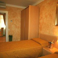 Hotel Roma Prague сейф в номере