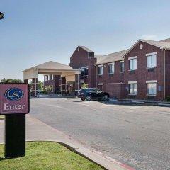 Отель Comfort Suites Plainview парковка