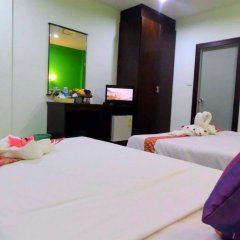 Отель Thana Patong Guesthouse комната для гостей фото 2