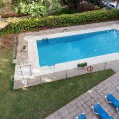 Отель Senator Barajas бассейн