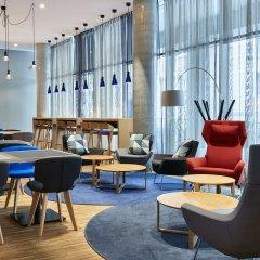 Отель Holiday Inn Express Berlin - Alexanderplatz Германия, Берлин - 3 отзыва об отеле, цены и фото номеров - забронировать отель Holiday Inn Express Berlin - Alexanderplatz онлайн гостиничный бар