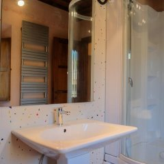 Отель Torre Bella Италия, Сан-Джиминьяно - отзывы, цены и фото номеров - забронировать отель Torre Bella онлайн ванная