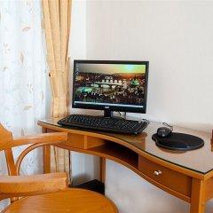 Отель Cloister Inn Прага удобства в номере