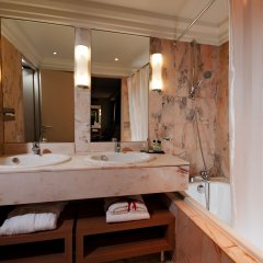 Отель Privilège Hôtel Mermoz Франция, Тулуза - отзывы, цены и фото номеров - забронировать отель Privilège Hôtel Mermoz онлайн ванная