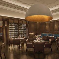 Отель The Abu Dhabi Edition гостиничный бар