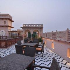 Отель WelcomHeritage Haveli Dharampura балкон