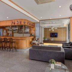 Отель Seven Oak Inn гостиничный бар