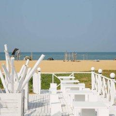 The Reef Beach Hotel Negombo пляж фото 2