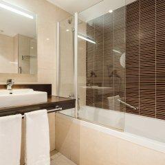 Отель ILUNION Auditori Испания, Барселона - 3 отзыва об отеле, цены и фото номеров - забронировать отель ILUNION Auditori онлайн ванная фото 2