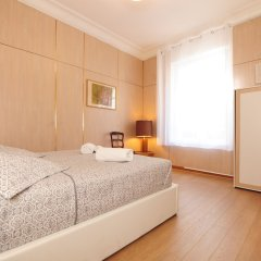 Отель Suite Gioia Five Stars Holiday House сейф в номере