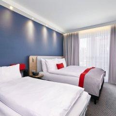Отель Holiday Inn Express Berlin - Alexanderplatz Германия, Берлин - 3 отзыва об отеле, цены и фото номеров - забронировать отель Holiday Inn Express Berlin - Alexanderplatz онлайн комната для гостей фото 3