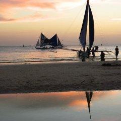Отель M and E Guesthouse Филиппины, остров Боракай - отзывы, цены и фото номеров - забронировать отель M and E Guesthouse онлайн пляж