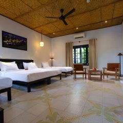Отель Hoi An Corn Riverside Villa сейф в номере