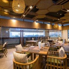 Oakwood Hotel Journeyhub Phuket питание фото 2
