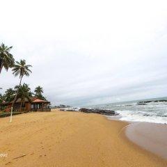 Отель Coconut Grove Beach Resort пляж