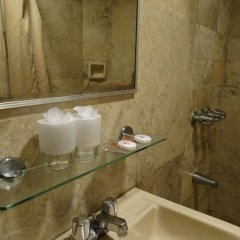 Отель Cherry Blossoms Hotel Филиппины, Манила - отзывы, цены и фото номеров - забронировать отель Cherry Blossoms Hotel онлайн ванная
