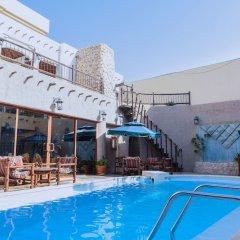 Отель Al Liwan Suites бассейн фото 3