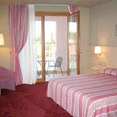 Отель Manerba Del Garda Resort Монига-дель-Гарда комната для гостей фото 4